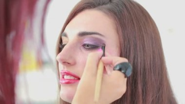 Woman getting eye shadow applied — Stock Video