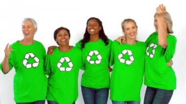 Women wearing shirt with recyclable symbol — Stock Video