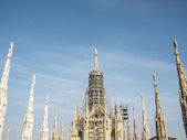 Milan gothic cathedral at the piazza del duomo — Stok fotoğraf