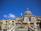 Palermo - Florentine fountain on Piazza Pretoria in morning — Stock Photo