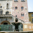 Prato (Tuscany, Italy), ancient fountain in Piazza del Comune — Stock Photo