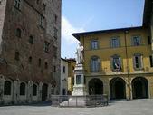 プラート (タスカニー、イタリア)、フランチェスコの像と歴史的広場・ ディ ・ マルコ ・ ダティーニ — ストック写真