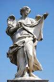 Bernini's marble statue of angel with cross from the Sant'Angelo Bridge in Rome — Foto Stock