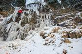 De waterval ijsklimmen — Stockfoto