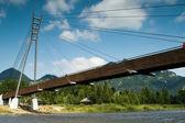 Gångbron på floden dunajec, polen. — Stockfoto