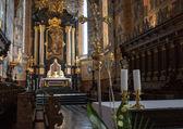 Katolik kilisesi içinde. — Stok fotoğraf