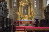 Внутри католической церкви. — Стоковое фото