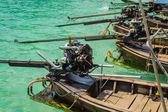 Parte trasera del bote de cola larga — Foto de Stock