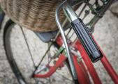 Czerwony rower — Zdjęcie stockowe