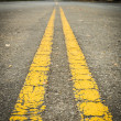 Double yellow lines — Stockfoto