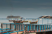 Floating platform at patong pier with many boat, phuket — Stok fotoğraf