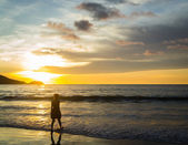 A girl walking to the sea — Stock Photo