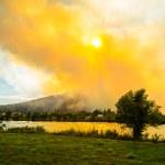 Fire and smoke threatens nature — Stock Photo #30435501