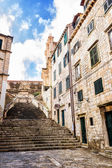Steep stairs and narrow street in old town of Dubrovnik — Stock Photo