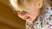 Cute little girl smiling, close-up — Stock Photo