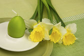 Easter still life with daffodils and color egg — Stock Photo