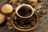 Cupcake with black coffee — Stock Photo