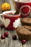 Fresh home baked muffins with hot tea — Stockfoto