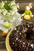 Easter composition with cake and color eggs — Stock Photo