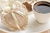 ロマンチックなセット コーヒーと装飾 — ストック写真