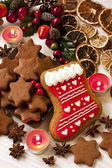 Christmas gingerbread cookies with festive decoration — Zdjęcie stockowe