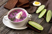 Summer cold soup with beet, cucumber, kefir and egg — Stock fotografie