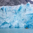 Sea kayaker near the face of the glacier, glacier bay national P — Stock Photo