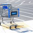 SACRAMENTO, USA - SEPTEMBER 13: Walmart shopping cart on Septemb — Стоковая фотография