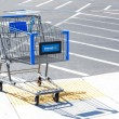 SACRAMENTO, USA - SEPTEMBER 13: Walmart shopping cart on Septemb — Foto de Stock