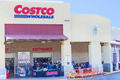 SACRAMENTO, USA - SEPTEMBER 19: Costco store on September 19, 20 — 图库照片