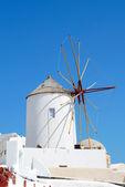 Starý větrný mlýn — Stock fotografie