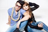 Seksowny mężczyzna i kobieta robi zdjęcie mody strzelać w profesjonalnym studio — Zdjęcie stockowe