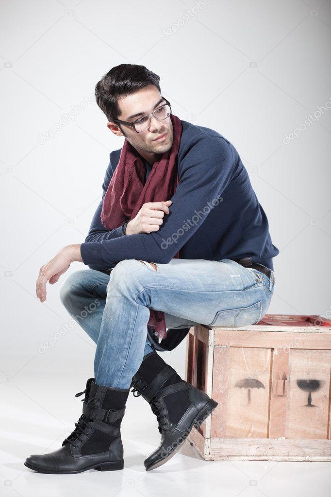 Homme s duisant qui pose en studio photographie matusciac 21439107 - Idee pose photo homme ...