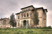 Abandoned old house hdr — Stock Photo