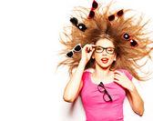 Zabawny ładny dziewczyna z kręconych włosów i hipster okulary - koncepcyjne — Zdjęcie stockowe