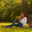Girl reading in park — Stock Photo