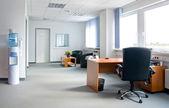Biuro wnętrza - małe i proste — Zdjęcie stockowe