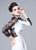 Hermosa mujer vestida elegante posando glamour - moda studio disparó — Foto de Stock
