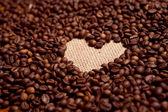 Kahve çekirdekleri ve kalp — Stok fotoğraf
