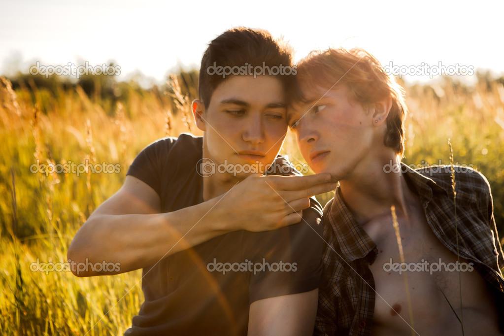видео молоденьких геев