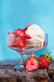 Ice cream with strawberries and whipped cream — Stock Photo