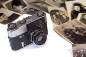 The old film camera and ancient photos on a white background. — Stock Photo