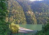 Rits's mountain lake in the mountains of the Caucasus. — Stock Photo