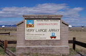 NEAR SOCORRO, NEW MEXICO, USA-OCT 6: A sign at the entrance to the National Radio Astronomy Observatory Very Large Array (VLA) is pictured on Oct 6, 2011. — Stok fotoğraf