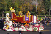 PASADENA, CALIFORNIA, USA - JANUARY 2: The Shriners Hospitals for Children float SOARING FOR KIDS is pictured during the 123rd edition of the Tournament of Roses Parade held January 2, 2012. — Stock Photo