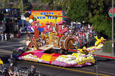 PASADENA, CALIFORNIA, USA - JANUARY 2: The float from the town of La Canada Flintridge, IF PIGS COULD FLY, is pictured during the 123rd edition of the Tournament of Roses Parade held January 2, 2012. — Stock Photo