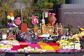 PASADENA, CALIFORNIA, USA - JANUARY 2: The float, IF PIGS COULD FLY, is pictured as it passes by the Norton Simon Museum during the 123rd edition of the Tournament of Roses Parade held January 2, 2012 — Stock Photo