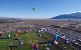 ALBUQUERQUE, NEW MEXICO, USA - OCTOBER 08: A large crowd was on hand for the morning mass ascension of balloons at the 40th edition of the Albuquerque International Balloon Fiesta held in October 2011 — Stock Photo