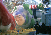 NEW YORK-NOV 21: On the day before the 2012 Macy's Thanksgiving Day Parade, all of the giant balloons are inflated with helium. Pictured here is the cartoon character Buzz Lightyear. — Stock Photo