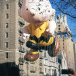 NEW YORK-NOV 22: A holiday tradition since 1924, the annual Macy's Thanksgiving Day Parade is seen by more than 3.5 million people. Pictured here in 2012 is the cartoon character Charlie Brown. — Lizenzfreies Foto